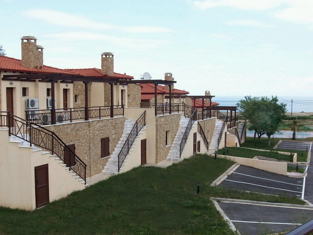 Olympos 2, Halkidiki-Athos, Greece - beachfront houses in residential complex in Athos for sale