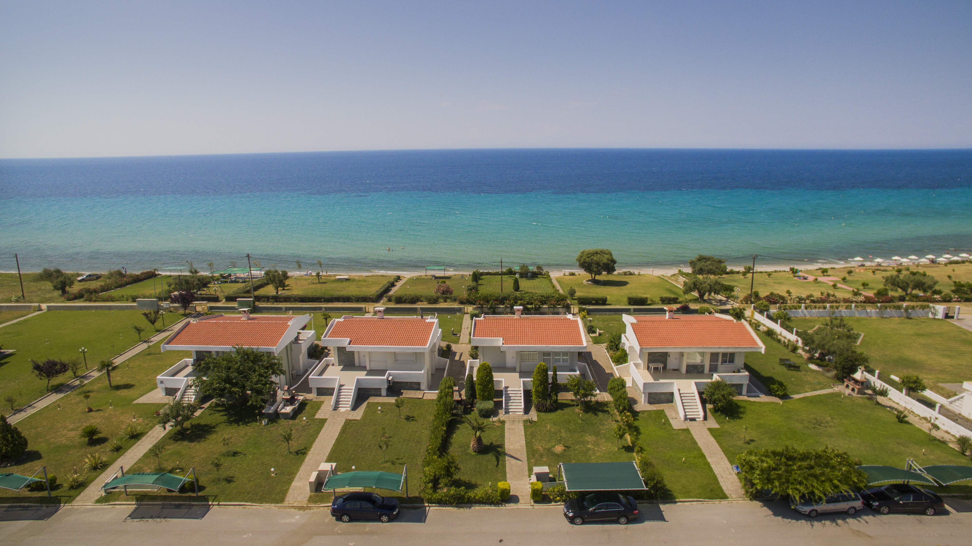 ESPEROS 2, Halkidiki-Kassandra, Greece - Three words come to mind to those who chose to live in this complex: comfort (350 meter private beach is well-organized), large…