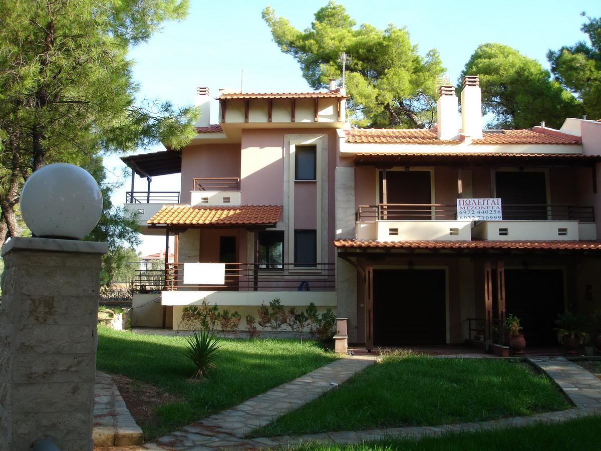 PEFKOMELO, Halkidiki-Sithonia, Greece - Townhouses for sale in a picturesque pine forest at the private beach