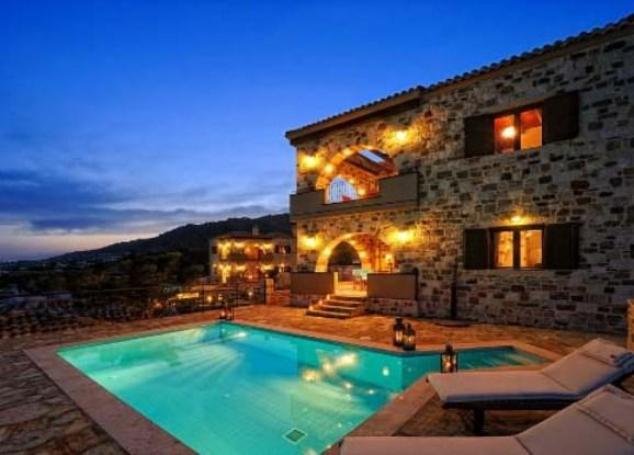 VIlla Alexis, Crete, Greece - 2 new fully furnished luxury villas by the sea in the traditional Mediterranean style