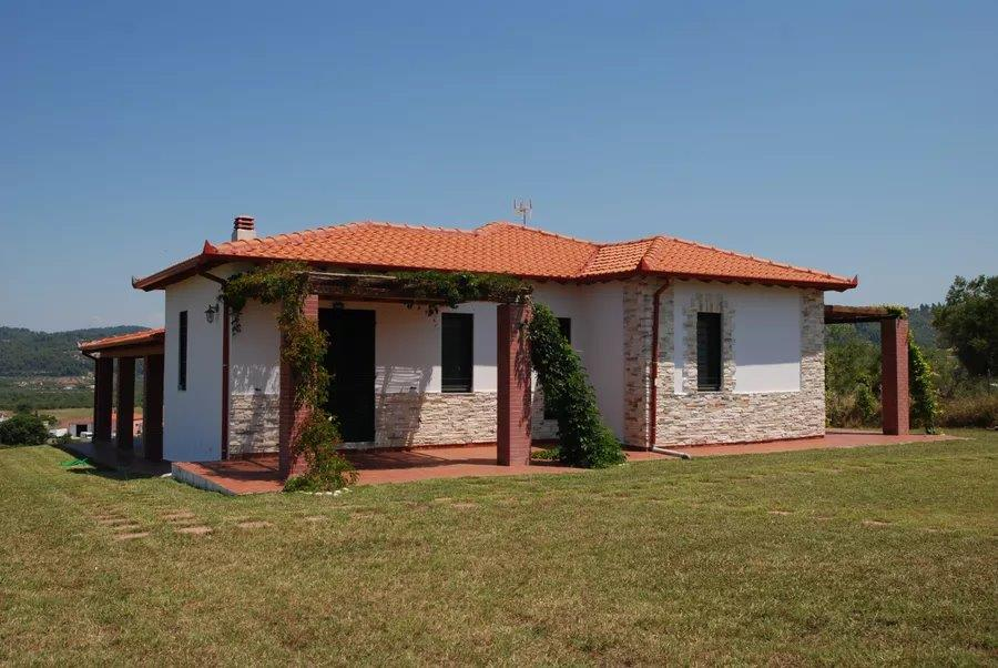 Araxovoli, Halkidiki-Kassandra, Greece - comfortable villa with a large plot for a family holiday