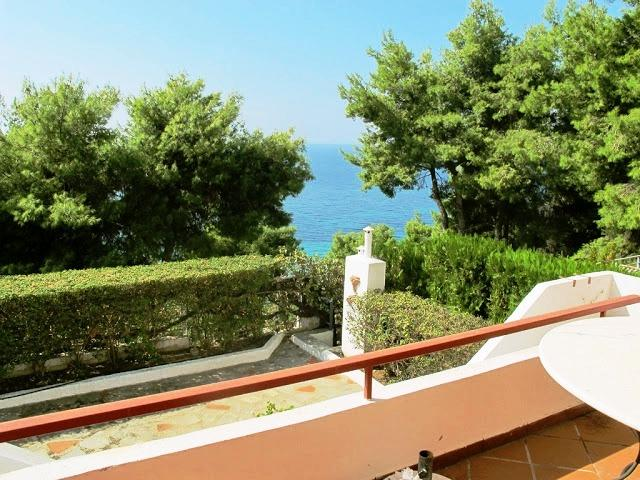 Emma, Halkidiki-Kassandra, Greece - Villa 260m2 with all the furniture in a gated community 150m from the sea