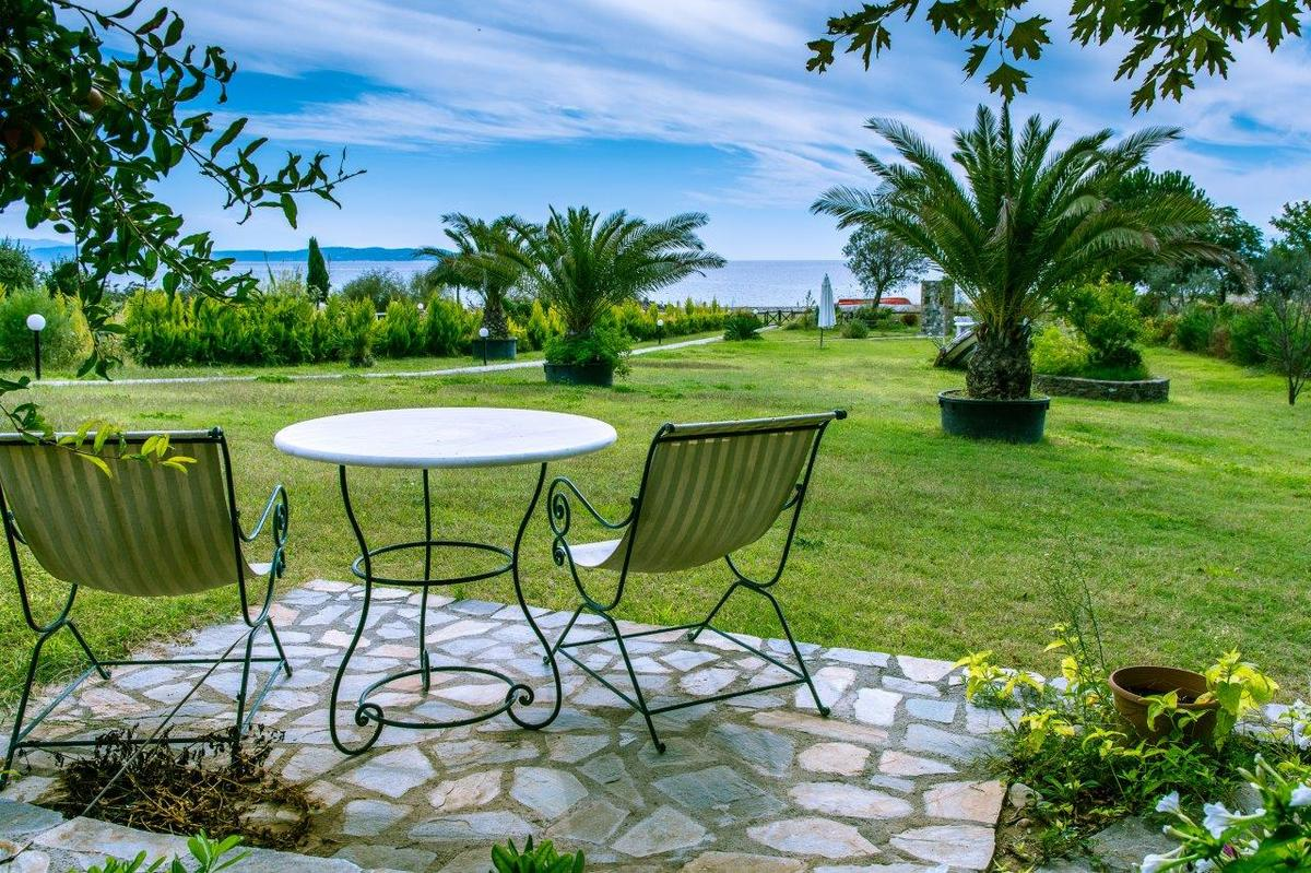Shale Afon, Halkidiki-Athos, Greece - a unique offer in Athos on the 1 line of the sea. Holiday Villa or apartment hotel. Price is valid until Dec 2015