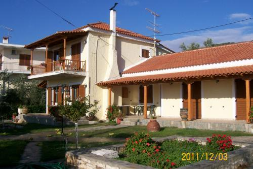 Aios Nikolas, Evia, Greece - Holiday home for rest or rent on the 1 line of the sea