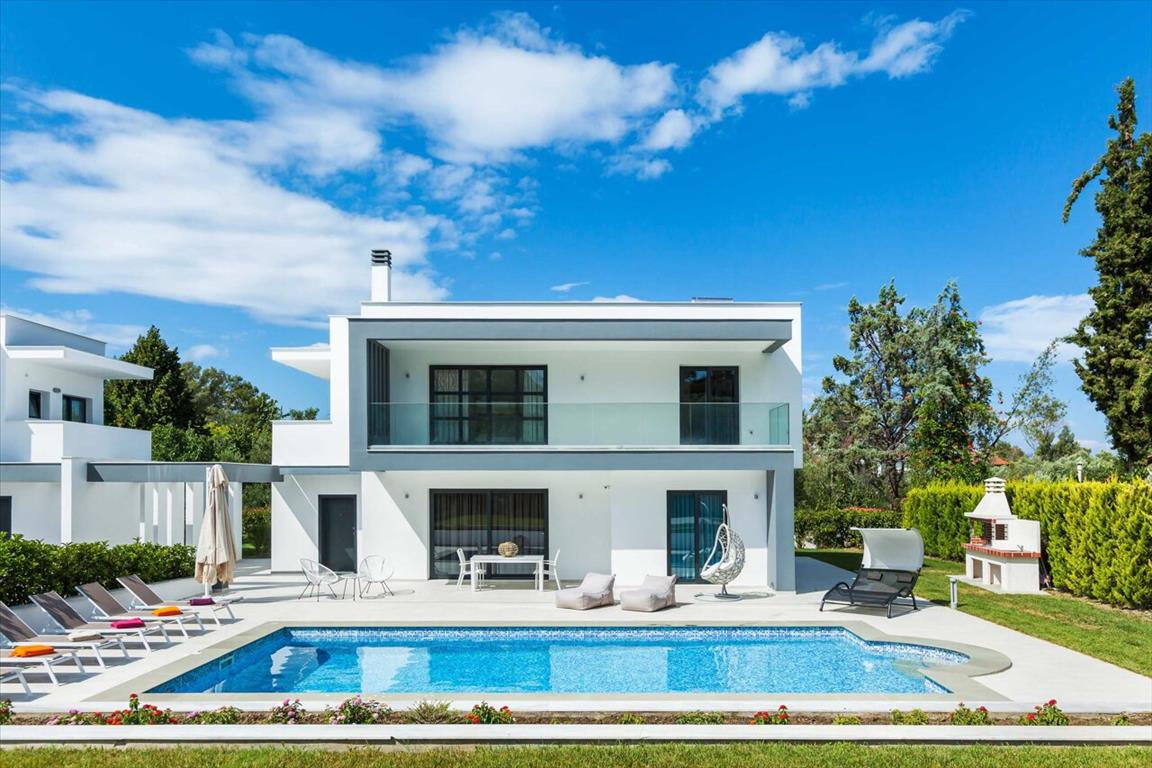 Throisma, Halkidiki-Kassandra, Greece - New villas with pools, in a tourist town near the sea